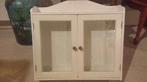 Super petit meuble $ 45