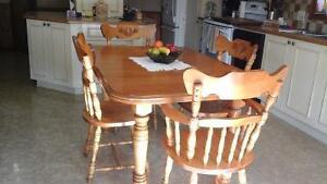 Mobilier de salle à manger plein bois