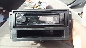 Car stereo and a front door speakers out if a 2007 pontiac grand