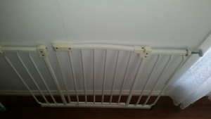 Extra wide baby safety gate Goodna Ipswich City Preview