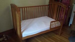 Stork Craft Convertible Crib and 2-in-1 Mattress