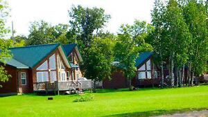 4 Season Lakefront 4BR Cottage w/Hot Tub 2 Hours from Winnipeg