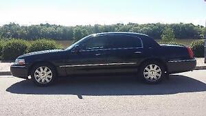 2004 LINCOLN TOWN CAR LIMITED Sedan [ $850.00 as is ]