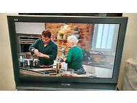 """*Good Condition* Panasonic TX-32LMD70 - 32"""" Widescreen Viera HD Ready LCD TV - with Freeview"""