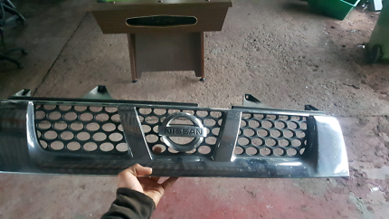 Nissan navara d22 front grill