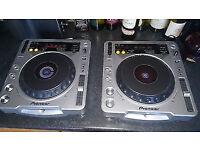 PIONEER CDJ800 MK2 X 2 + FREE BEHRINGER MIXER - £160 ONO