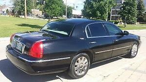 2004 Ford LINCOLN TOWN CAR Sedan [ yes $850.00 as is ]