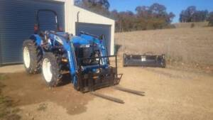 New Holland Tractor, Workmaster 45 with FEL Yetholme Outer Bathurst Preview