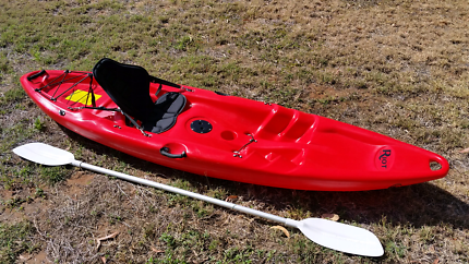 Riot Escape 9 2.7m Recreational SOT Kayak with paddle