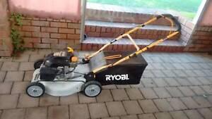 cheap lawn mower runs good petrol 4 stroke Greenmount Mundaring Area Preview