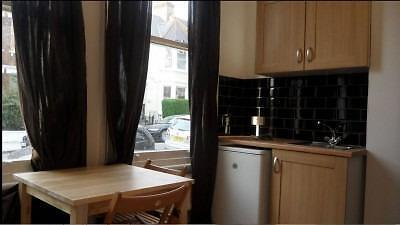 Studio in nice quiet location close to transport and local amenities