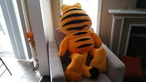 Garfield Huge Stuffed Toy Oakville / Halton Region Toronto (GTA) image 3