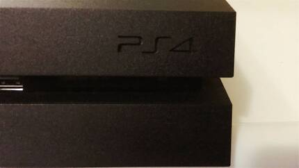 Ps4 with 2 controller +2 games Be quick