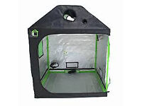 Roofcube grow tent, autopots, fans and light
