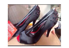 Ladies shoes size 4 - new