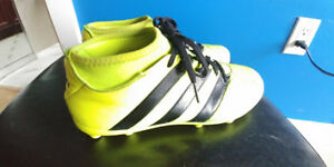 Addidas Size 7 Soccer Shoes. Newer Model