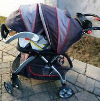 Belle poussette avec Siége Auto avec sa base de marque Baby Tren