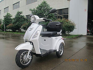 Three Wheel Scooter, Used Scooters- Lets Deal! @ THUNDER WORLD