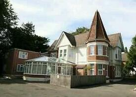 3 x Double Rooms available 90 - 120 pwk - NO DEPOSIT -bus route, with parking, 5 min to beach