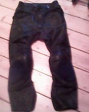 TRIUMPH LEATHER TROUSERS. ARMOUR KNEES & HIP. SIZE 32 AS NEW