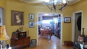 Large 3 bdrm Main flr/upper House for Nov 1 -  Pet friendly