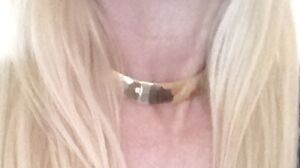 GOLD TONED BRASS CHOKER NECKLACE
