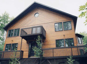 Gorgeous cedar ski chalet, 7 bedroom,fireplace, 8 person hot tub