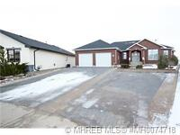 WALKOUT BUNGALOW IN REDCLIFF WITH STUNNING VIEW OF HILLS & RIVER