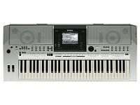Yamaha PSR S900 keyboard with manuals, usb registration stick and many extras.