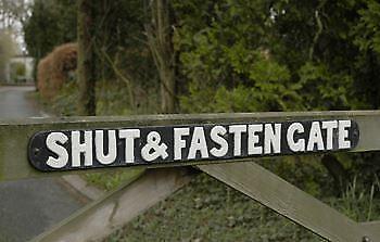 Cast Iron Shut & Fasten Gate Sign