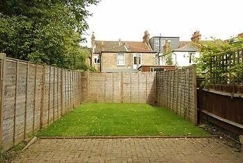 """Stunning 4 bed house in Mitcham with off street parking """"""""""""CHEAP"""""""""""" OFFERS ACCEPTED"""