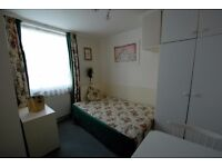 Studio Flat to rent Available for Student