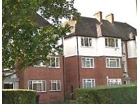 2 bedroom flat in Park Farm Close, East Finchley, N2