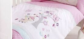Beautiful duvet set for cot bed - new condition