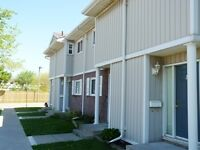 ST CATHARINES 2 BEDROOMS 2 FULL BATHROOMS TOWNHOUSE