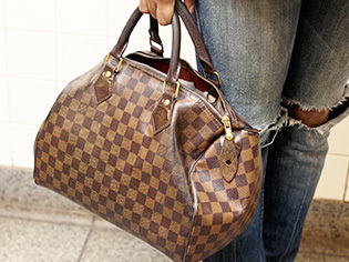 Sell your used designer handbags. Sell Louis Vuitton