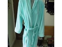**NEARLY NEW** lADIES GREEN FLEECE DRESSING ROBE
