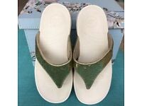Gold sequined - Fitflops - size 4 - VGC