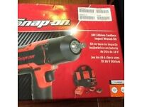 Snap on 18 volt impact wrench kit mint like new