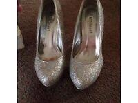 BN gorgeous silver heels, Size 6.