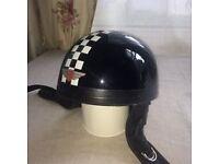 DAVIDA MOTORCYCLE HELMET Size small. Condition 'used'