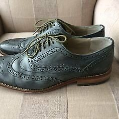 Clarks Brogue Style Shoes 9 1/2 G