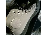 NEW IN BOX Unisex Converse canvas boots in grey. Size 4.5