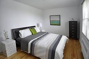 TWO BED + BALCONY NEAR TRANSIT AND BRIDGE - $500 GROCERIES!
