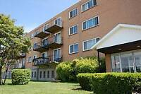 BEAUTIFUL 1 BED BALCONY UNIT NEAR BRIDGES!! AVAILABLE NOW!