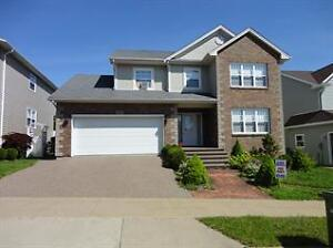 STARBOARD DR: Hardwood floors, 5 bedrooms, perfect for families!