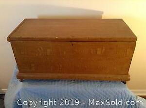 Antique Childs Blanket Box With Faux Finish C