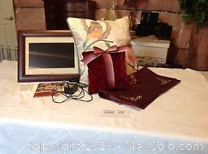 DIGITAL PICTURE FRAME PILLOWS AND COVER