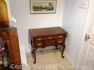 Solid wood Georgian style set of drawers.