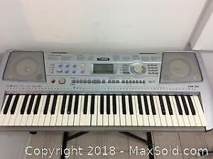 Yamaha PSR 292 Keyboard And Stand